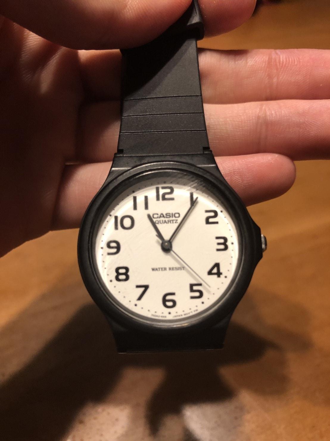 CASIOのアナログ腕時計